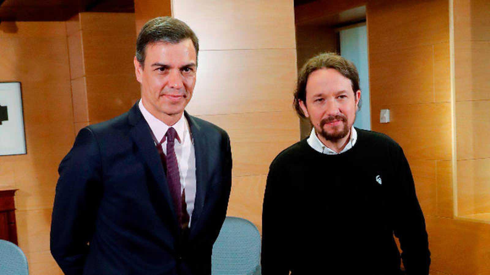 Pedro Sánchez, y el líder de Podemos, Pablo Iglesias