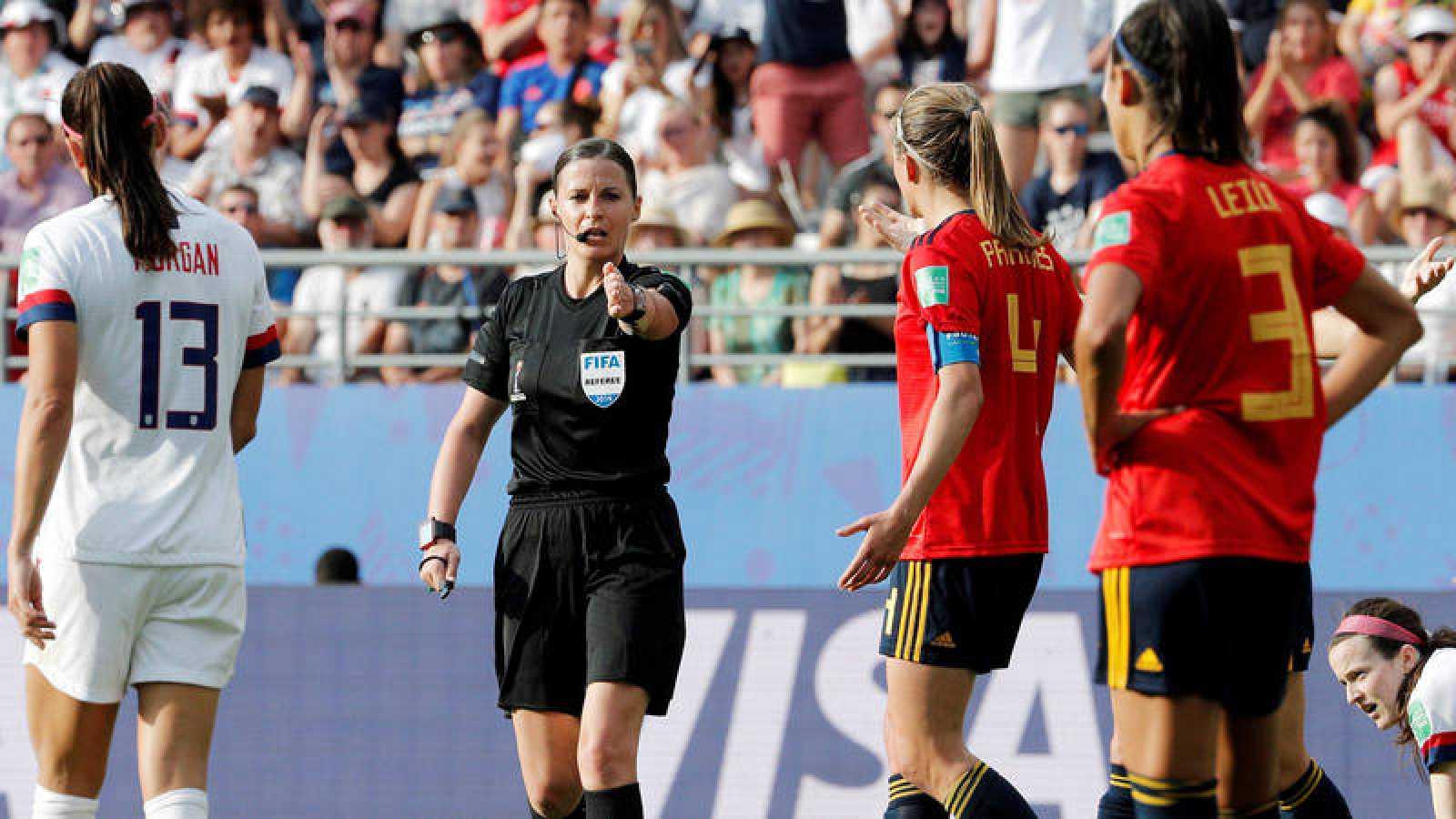 Estados Unidos frena a España desde el punto de penalti