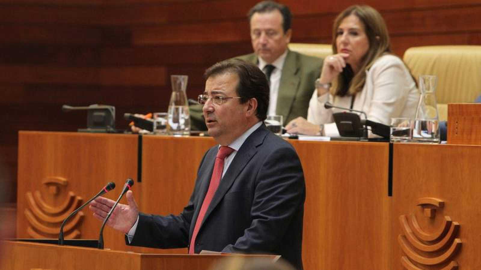 El candidato socialista a la Presidencia de la Junta de Extremadura, Guillermo Fernández Vara, pronuncia su discurso de investidura