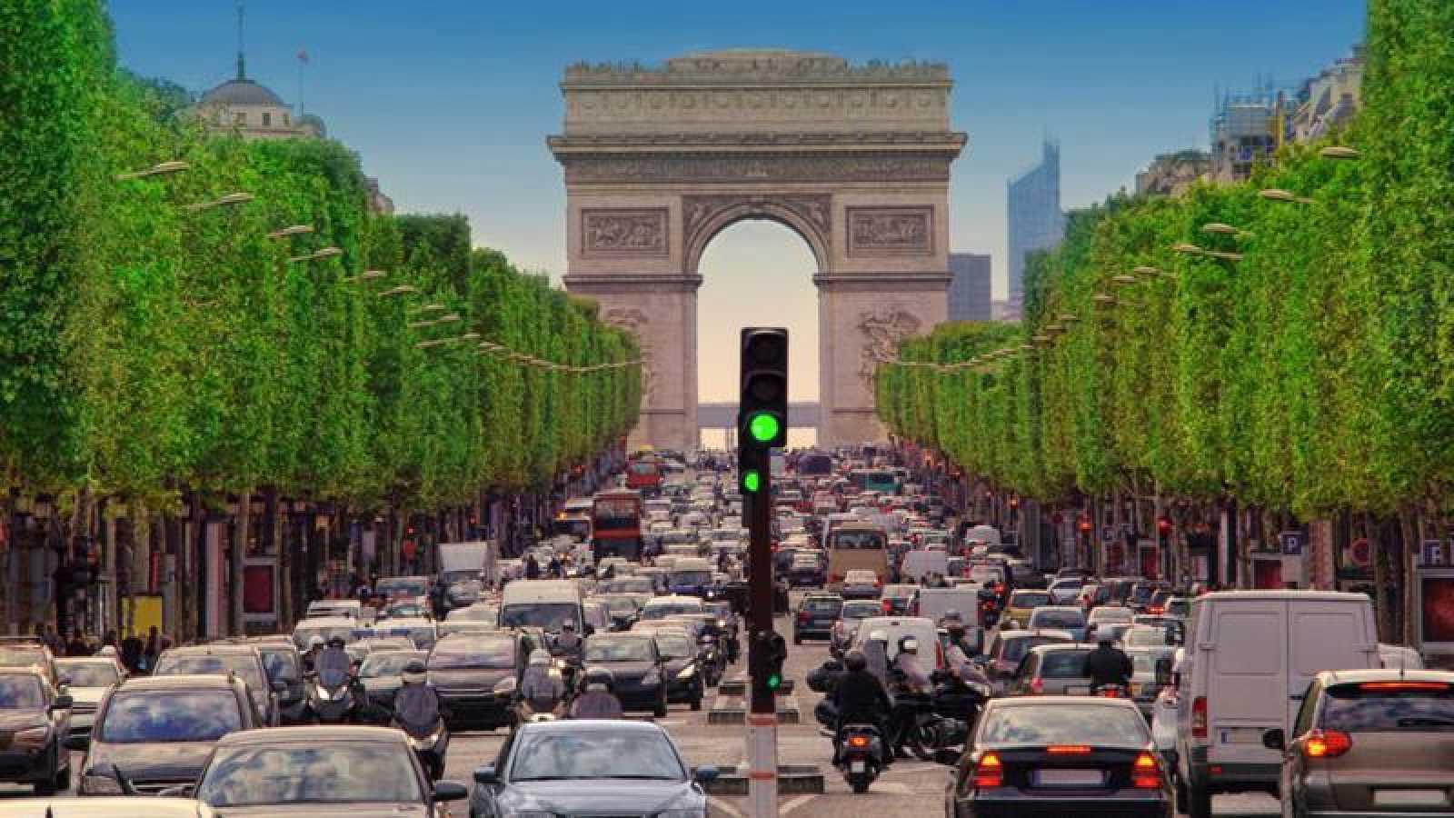 París prohibirá circular a un tercio de los vehículos por la contaminación generada por la ola de calor