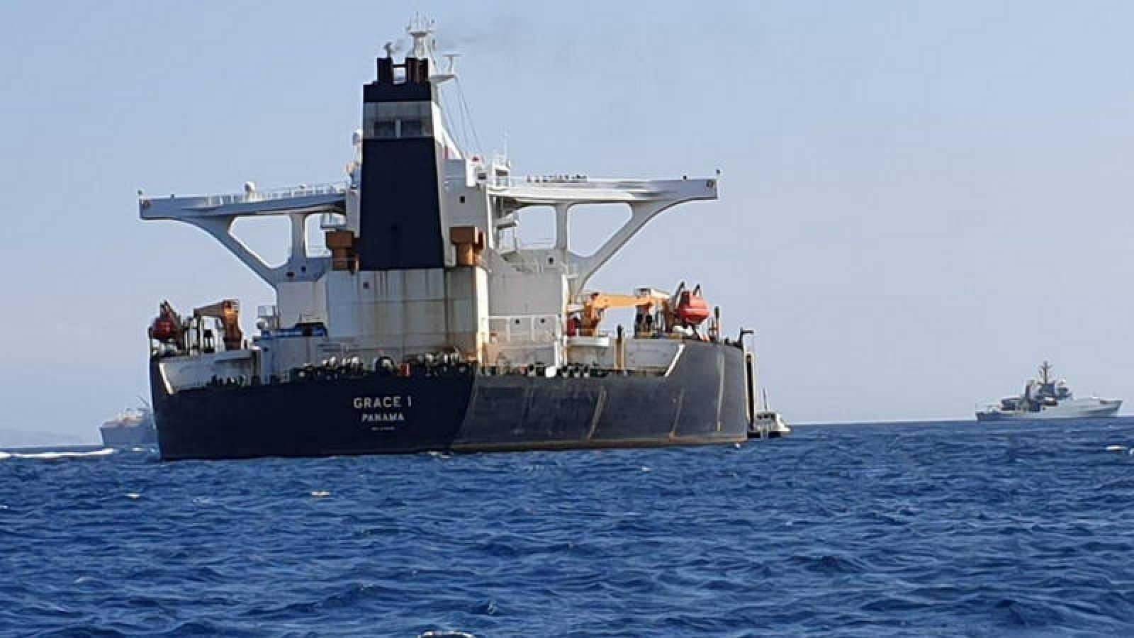 El superpetrolero iraní 'Grace 1', atracado cerca de Gibraltar