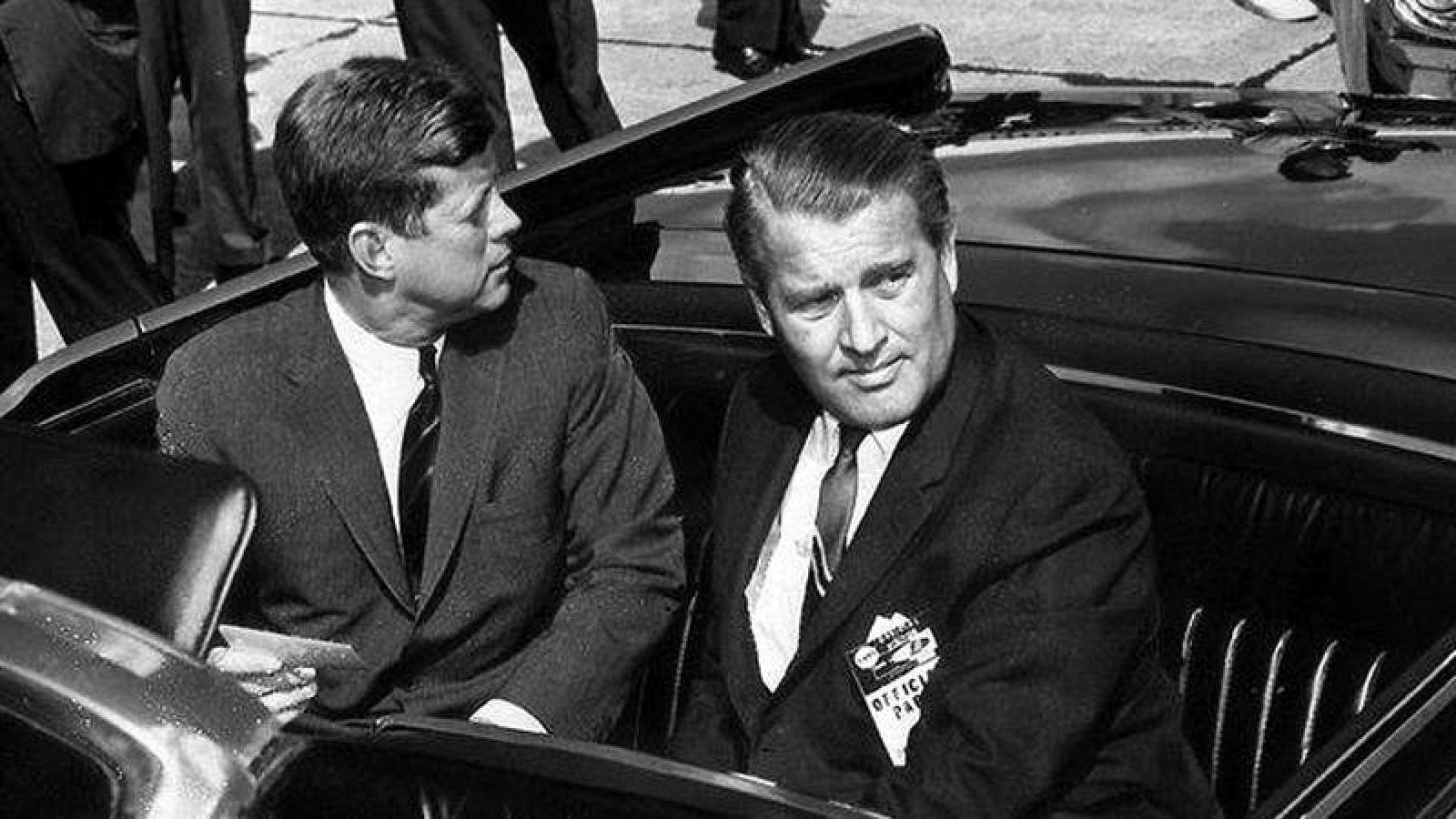 John F. Kennedy, junto a Wernher von Braun, en una imagen de 1962