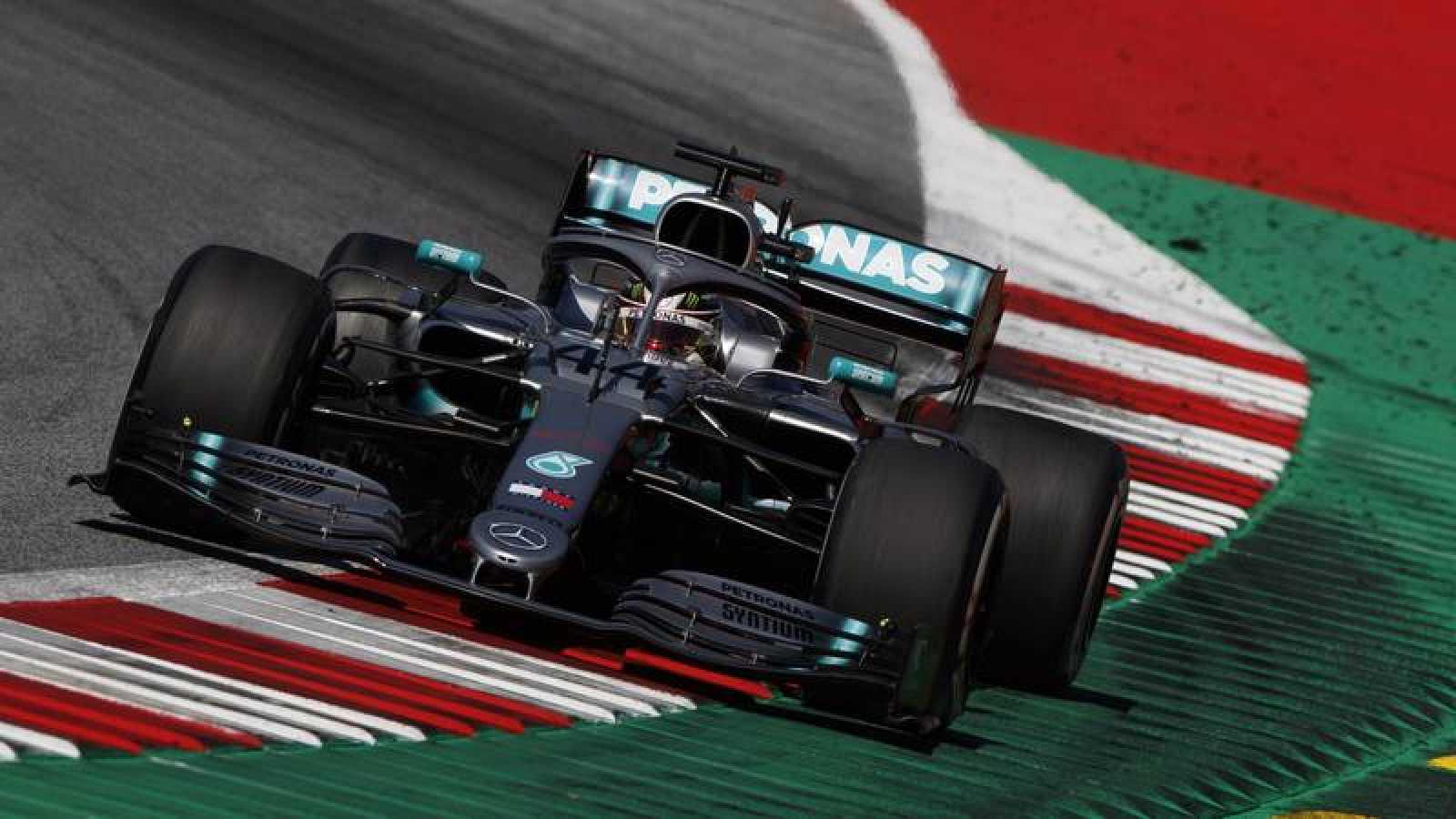 Hamilton llega con una ventaja holgada a Silverstone