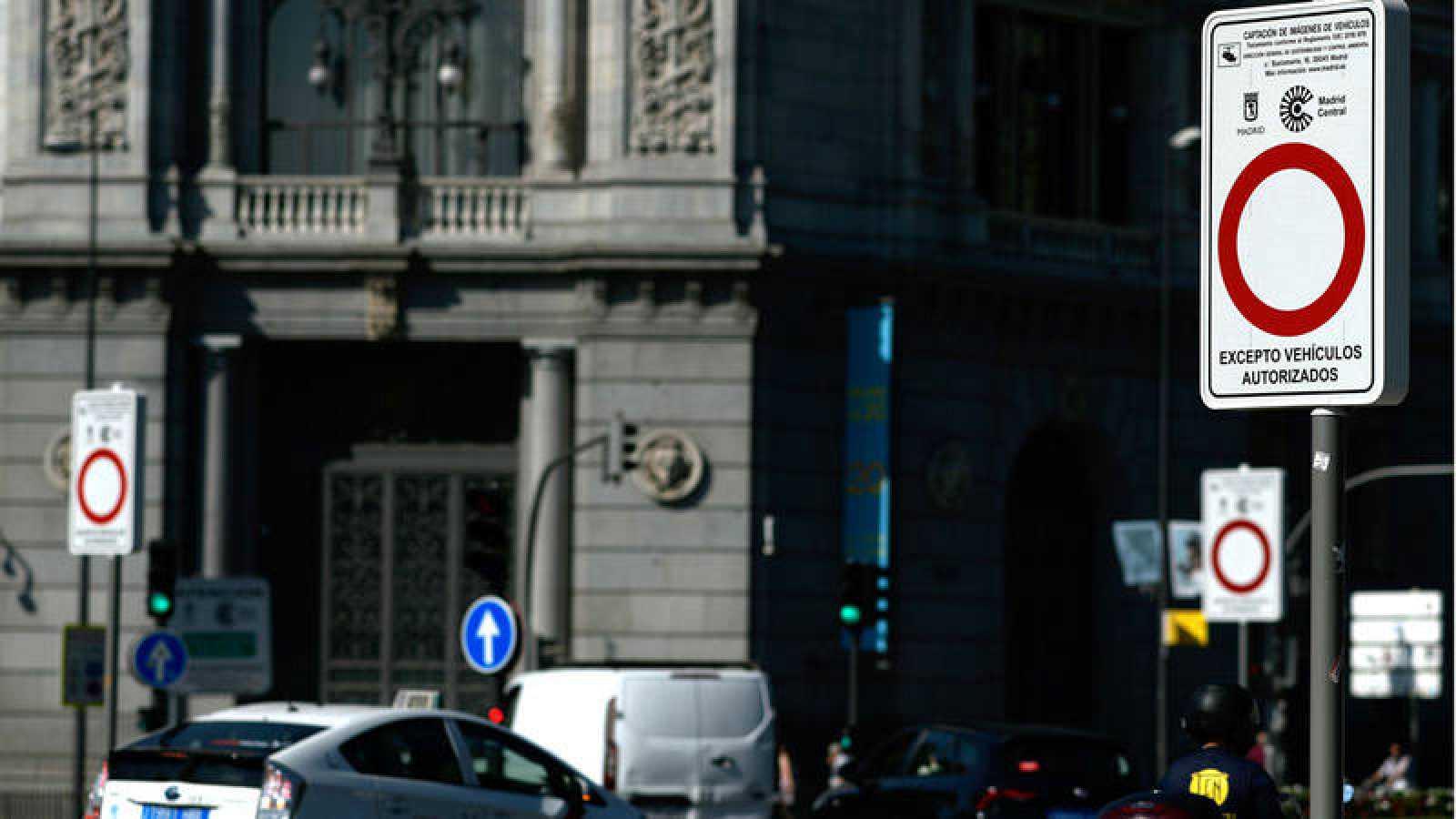 Señales que avisan de las restricciones en Madrid Central