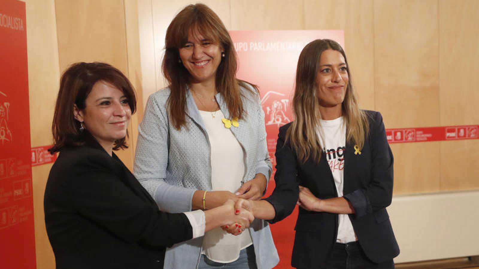 La portavoz del Grupo Socialista en el Congreso, Adriana Lastra, mantiene una reunión con la portavoz de Junts en el Congreso, Laura Borràs, y la vicepresidenta del PDeCAT, Miriam Nogueras
