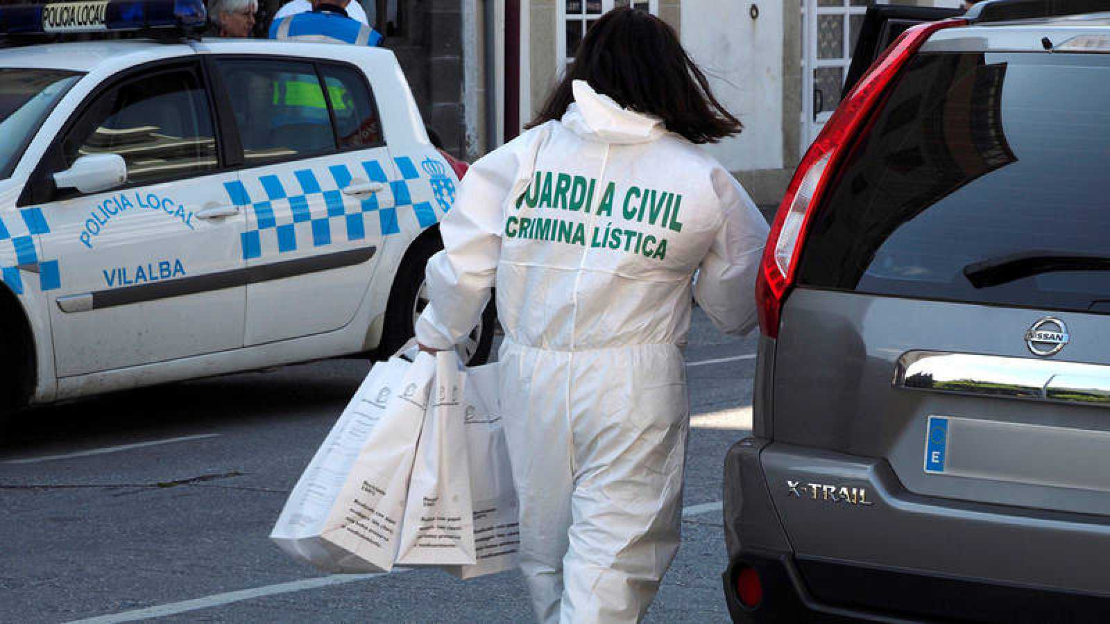 Efectivos de la Guardia Civil trabajan en el lugar del suceso