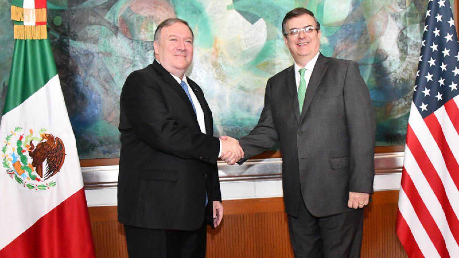 El secretario de Relaciones Exteriores de México, Marcelo Ebrard, durante un encuentro con el Secretario de Estado de EE.UU., Mike Pompeo, en la sede diplomática mexicana en Ciudad de México