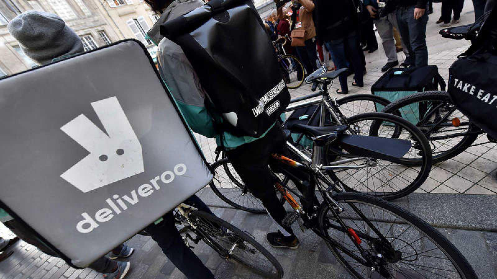 Resultado de imagen de La justicia decreta que los 'riders' de Deliveroo