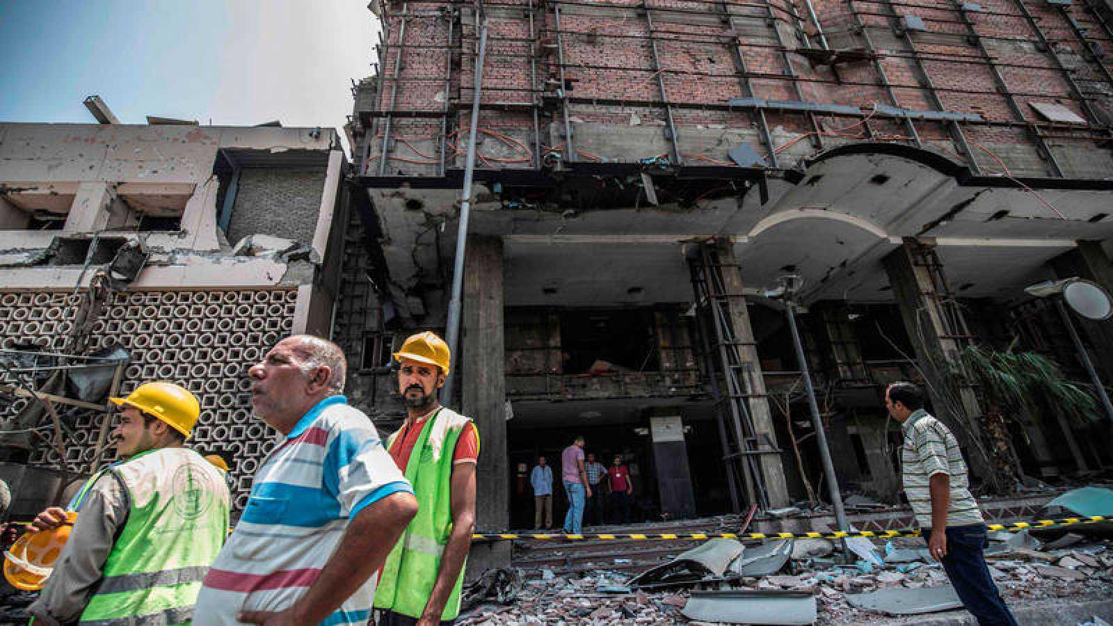 La explosión se produjo este domingo delante del Instituto Nacional del Cáncer de El Cairo