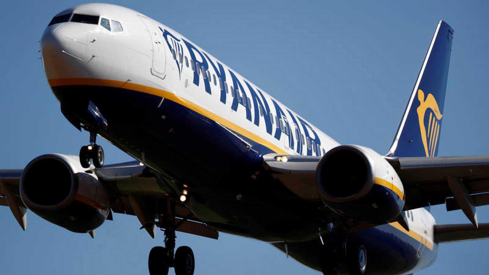 Un Boeing 737 operado por Ryanair aterriza en Tille, Francia