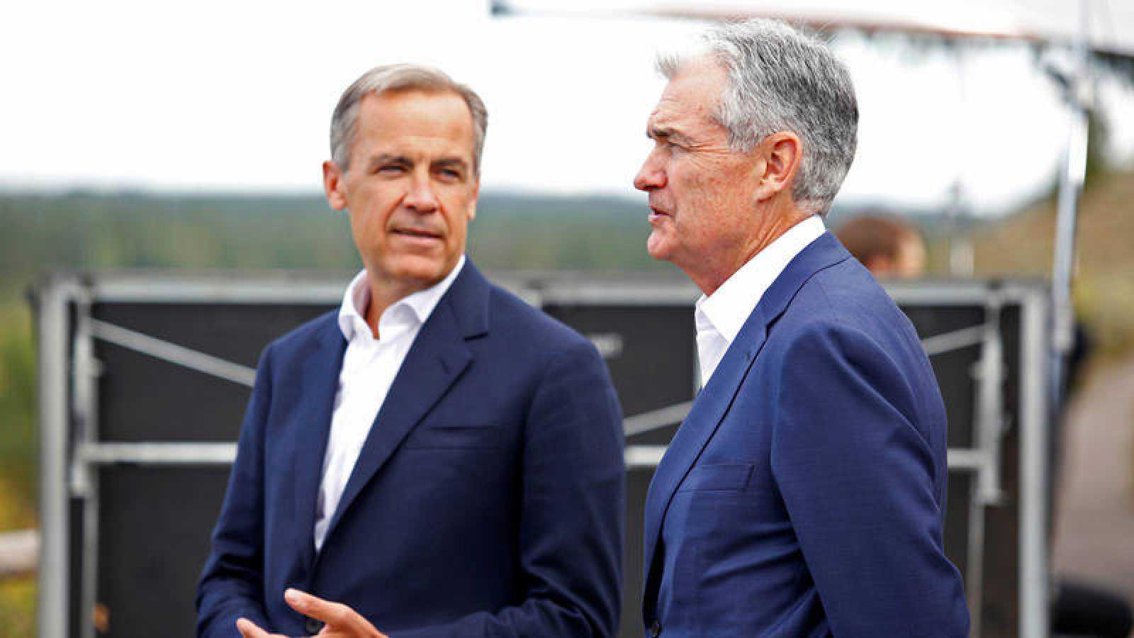 El presidente de la Fed, Jerome Powell, conversa con el gobernador del Banco de Inglaterra, Mark Carney, enJackson Hole, Wyoming