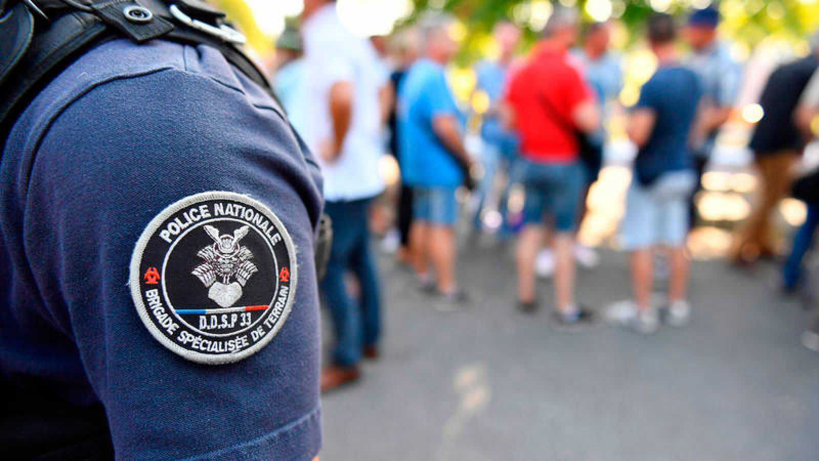 Un policía francés desplegado en Biarritz se prepara ante la celebración del G7.