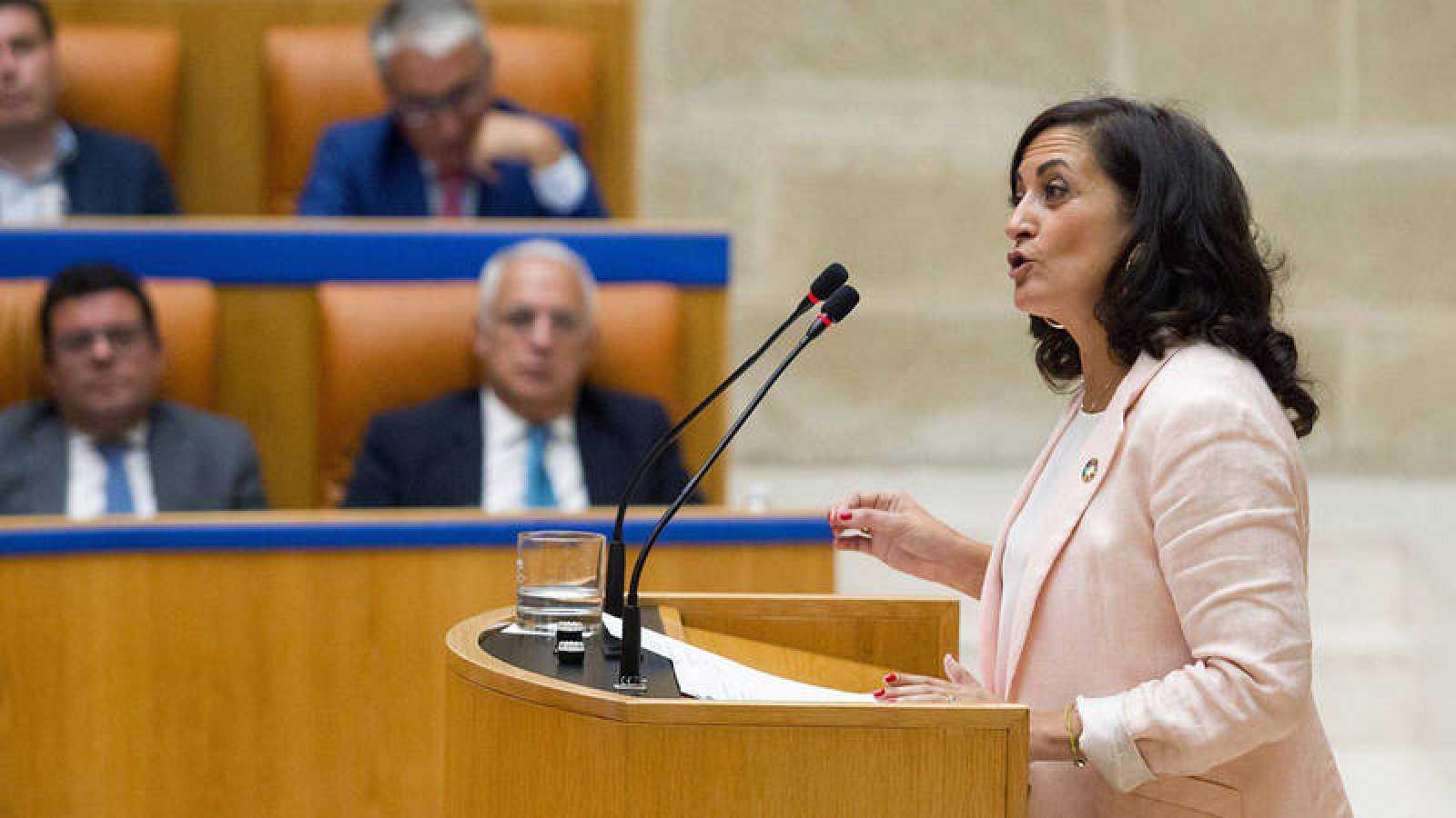 La candidata socialista a la Presidencia del Ejecutivo de La Rioja, ConchaAndreu, ha presentado este lunes su programa de Gobierno en la sesión de investidura que celebra el Parlamento regional. EFE/Raquel Manzanares