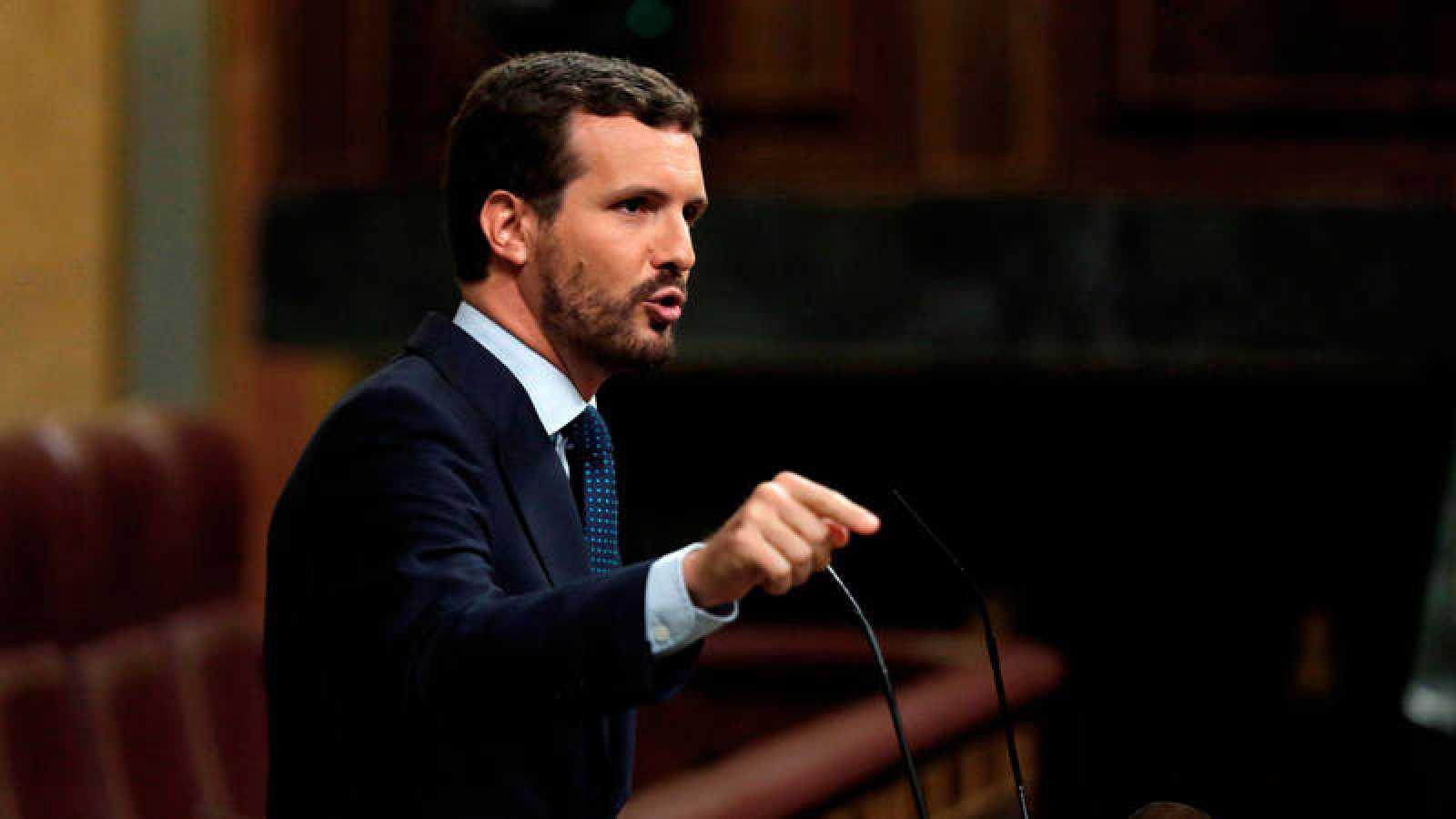 El líder del Partido Popular, Pablo Casado, durante un turno de réplica a Pedro Sánchez en el Congreso.