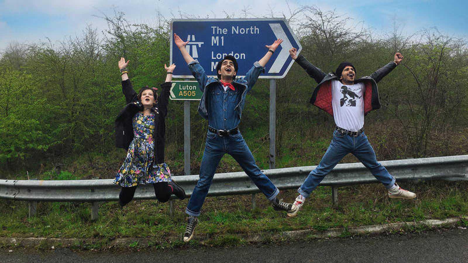 Nell Williams, Viveik Kalra y Aaron Phagura, el trío protagonista de 'Blinded by the light'