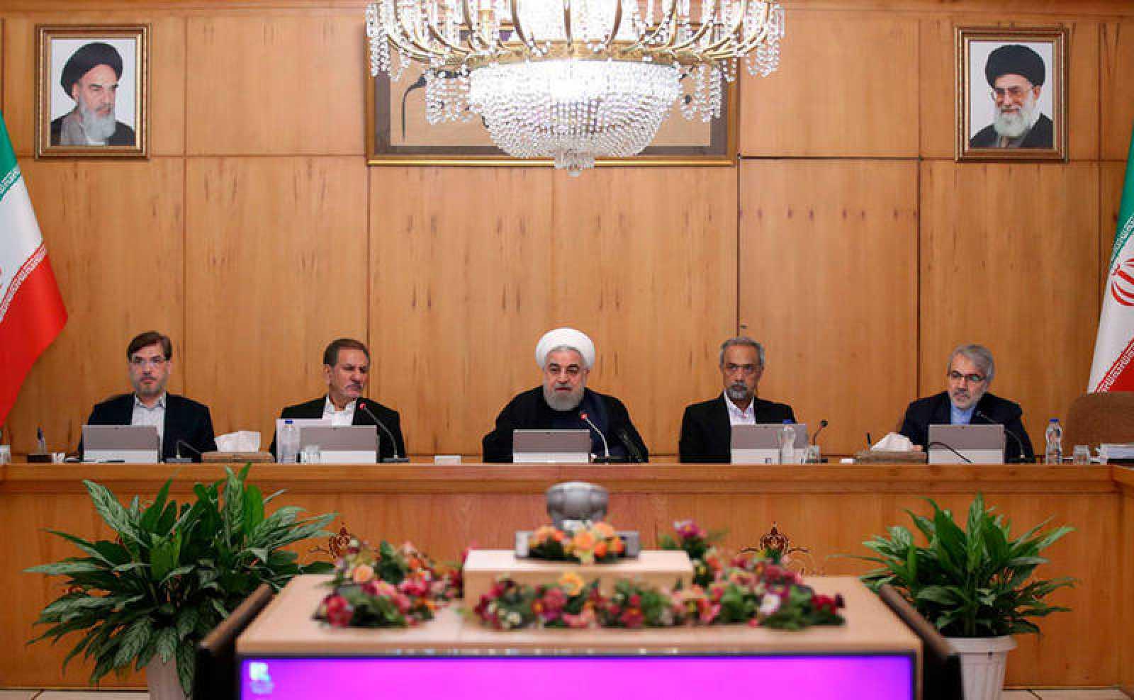 El presidente iraní Hasan Rohaní habla durante la reunión del gabinete en Teherán, Irán,