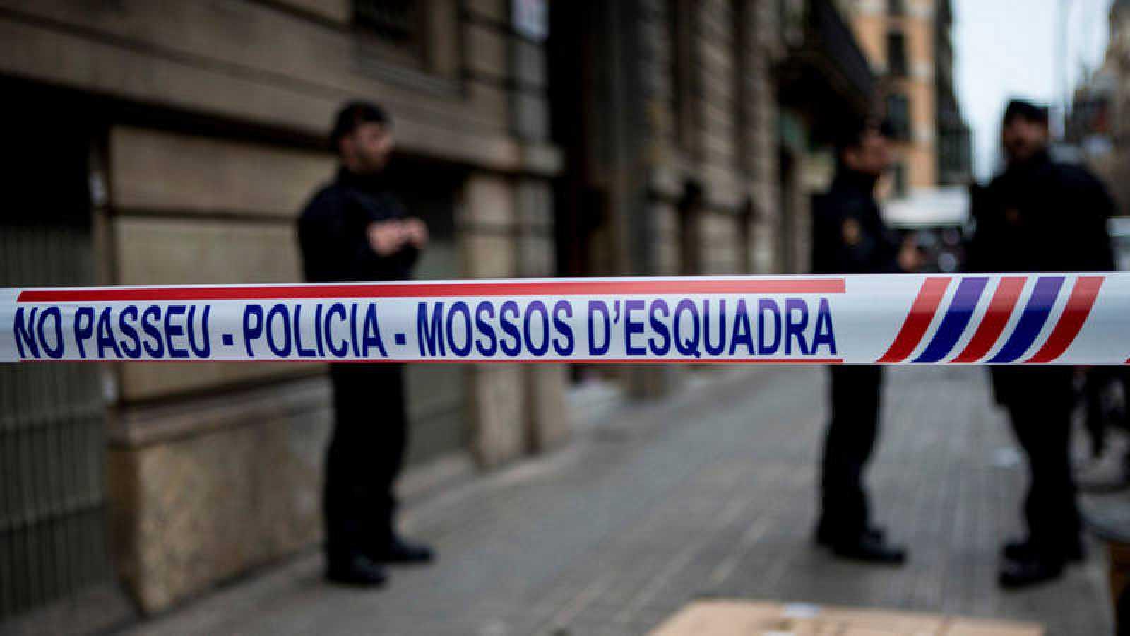 Imagen de archivo de los Mossos ante la sede de Ã'mnium de Barcelona