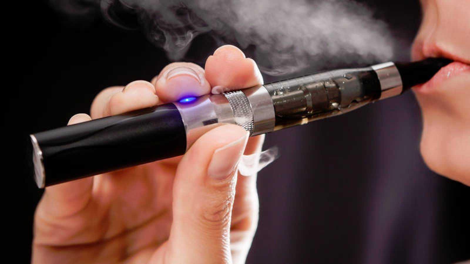 """""""Se está demostrando que el vapeo es tan pernicioso como el tabaco"""", advierten los cardiólogos."""