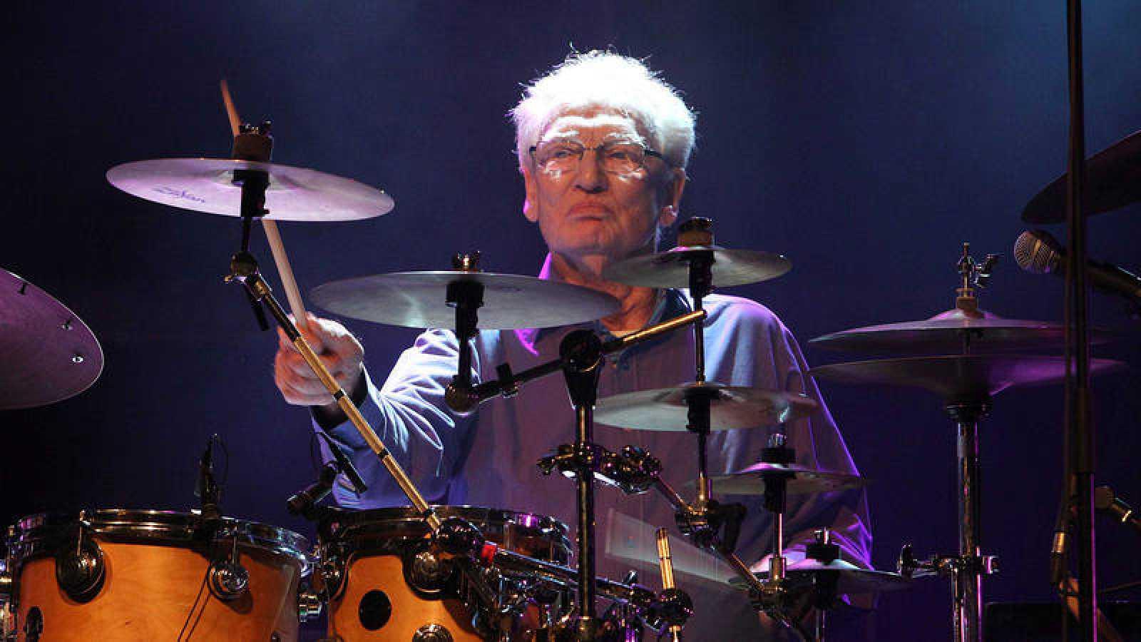 El batería Ginger Baker, durante un concierto en Oviedo en 2013.