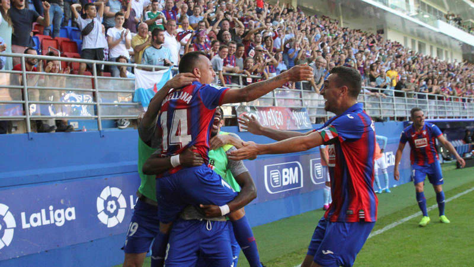 Los jugadores del Eibar celebran el segundogol