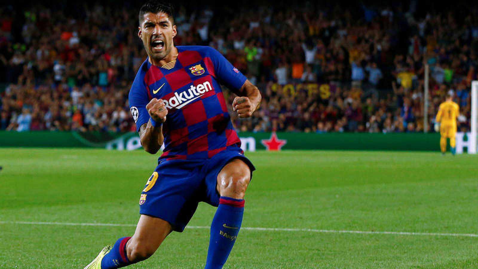 Luis Suárez celebra sus goles al Inter.