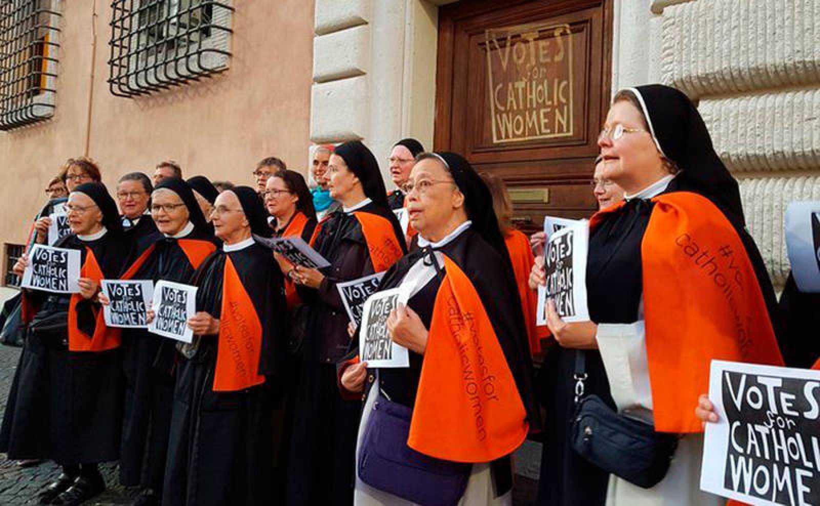 Mujeres piden voto en la Iglesia