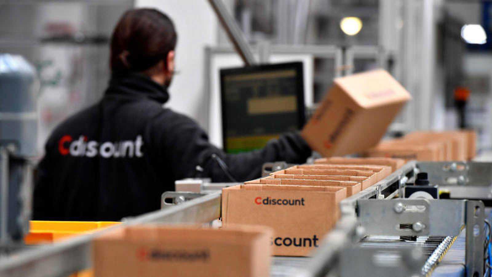 Un trabajador de Cdiscount, la competencia directa de Amazon en Francia
