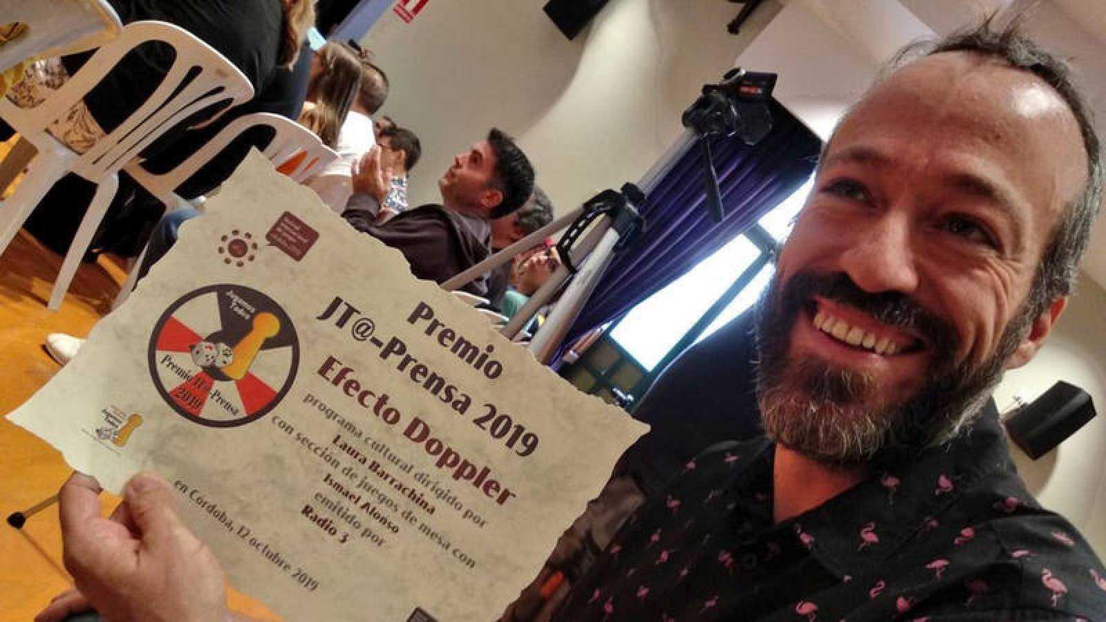 Ismael Alonso, colaborador de 'Efecto Doppler', recoge el premio del Festival Internacional de Juegos de Córdoba
