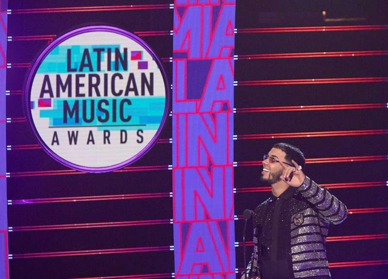 Anuel brilla en los Latin American Music Awards