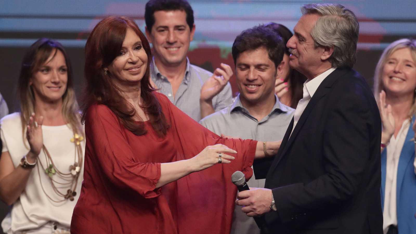 La expresidenta argentina Cristina Fernández, celebra la victoria de su candidato, Alberto Fernández en las presidenciales.