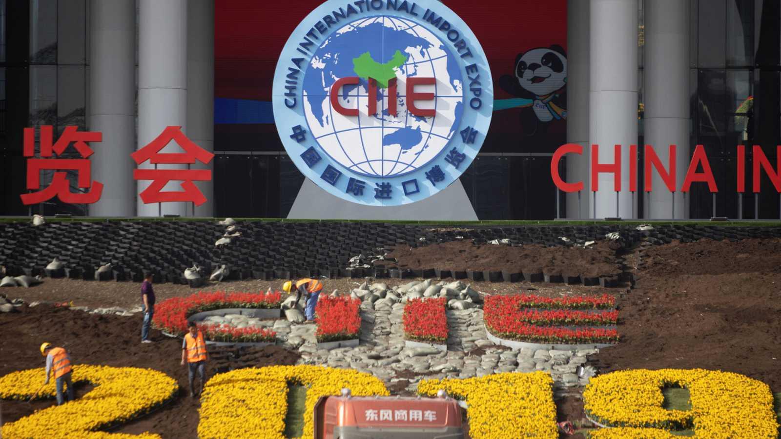 Preparativos de la segunda exposición Internacional de importaciones en Shangai, en China