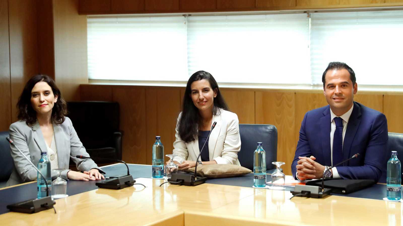 Vox acepta reunirse con PP y Ciudadanos para tratar de desbloquear Madrid