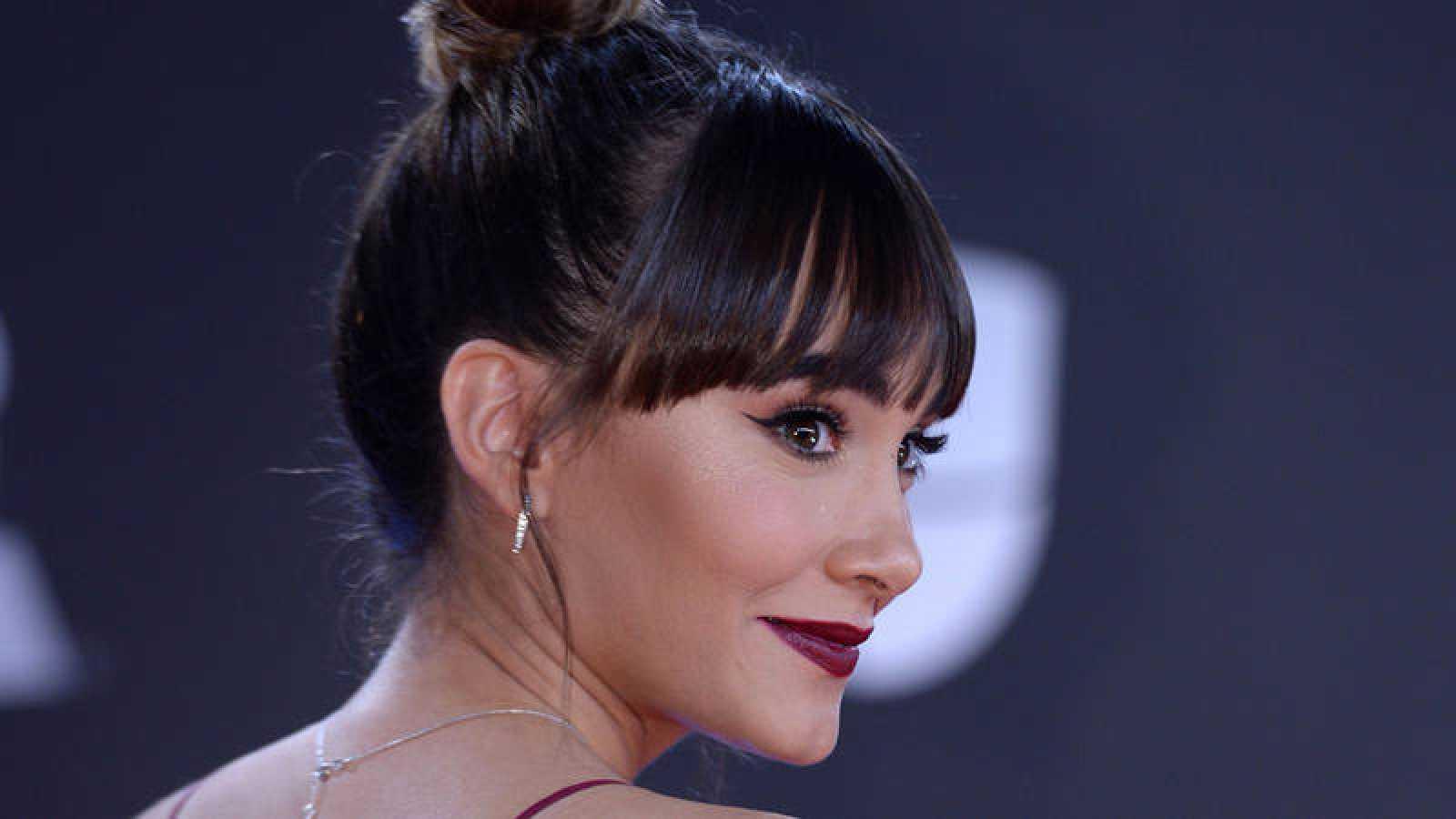 Aitana durante su paso por la alfombra roja de los Grammy Latinos