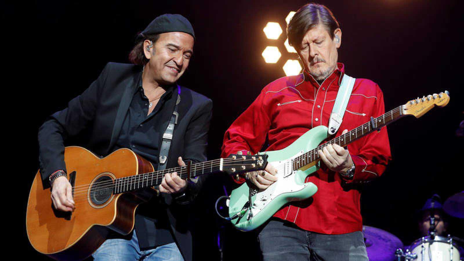 Álvaro Urquijo y Ramón Arroyo, del grupo Los Secretos, rinden homenaje en concierto a Enrique Urquijo