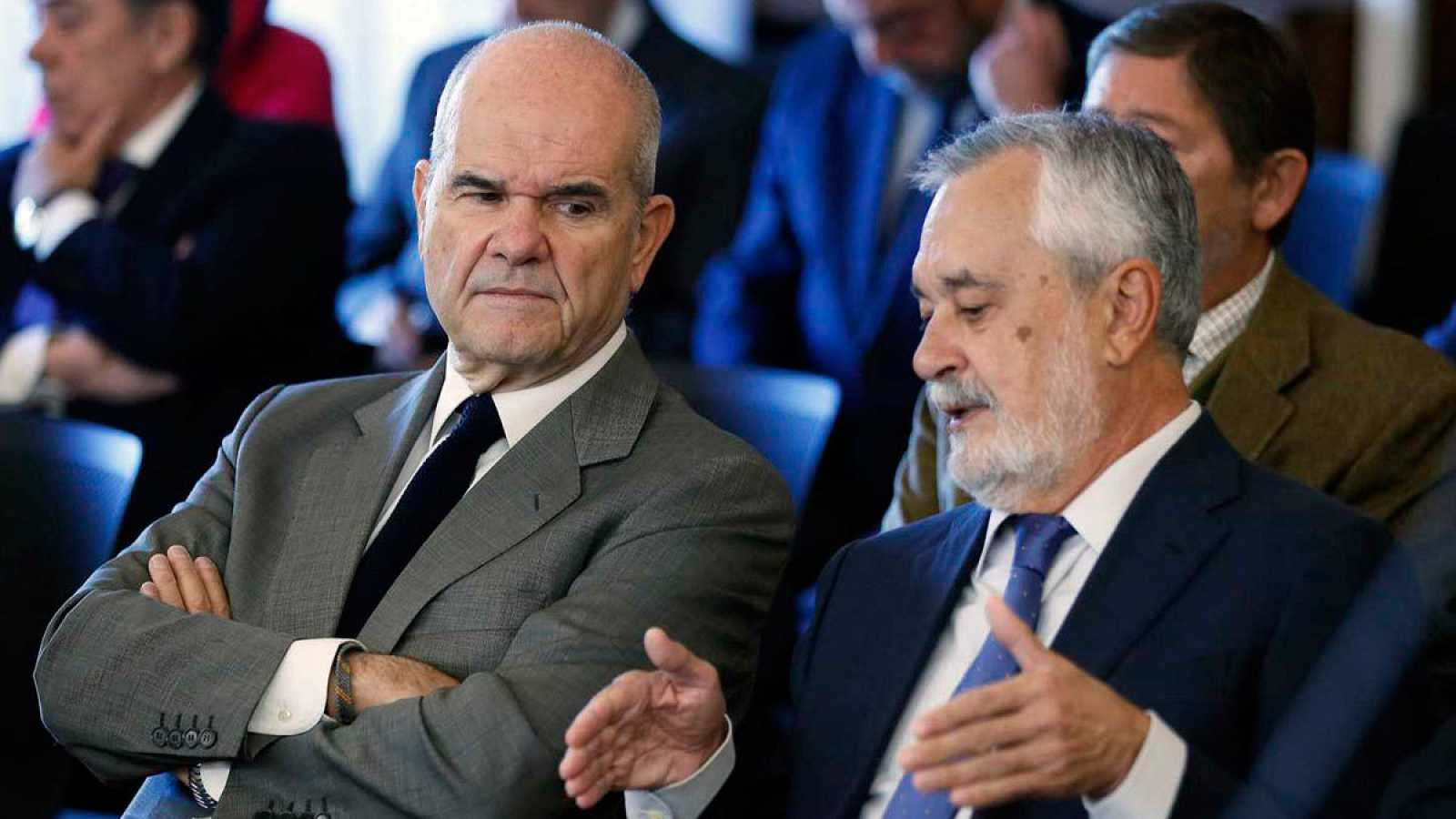 Los expresidentes andaluces Manuel Chaves (i) y José Antonio Griñán.