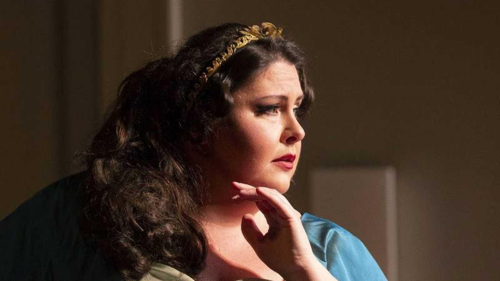 Angela Meade como Ermione