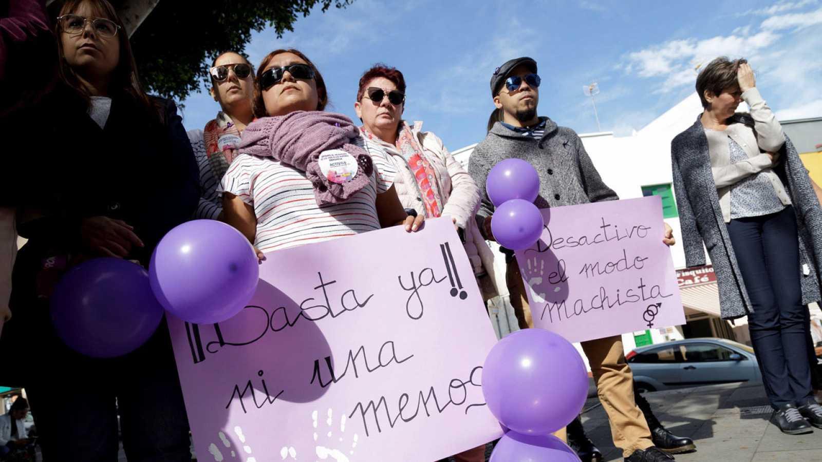 Concentración en Granadilla de Abona contra el asesinato machista de una mujer de 26 años