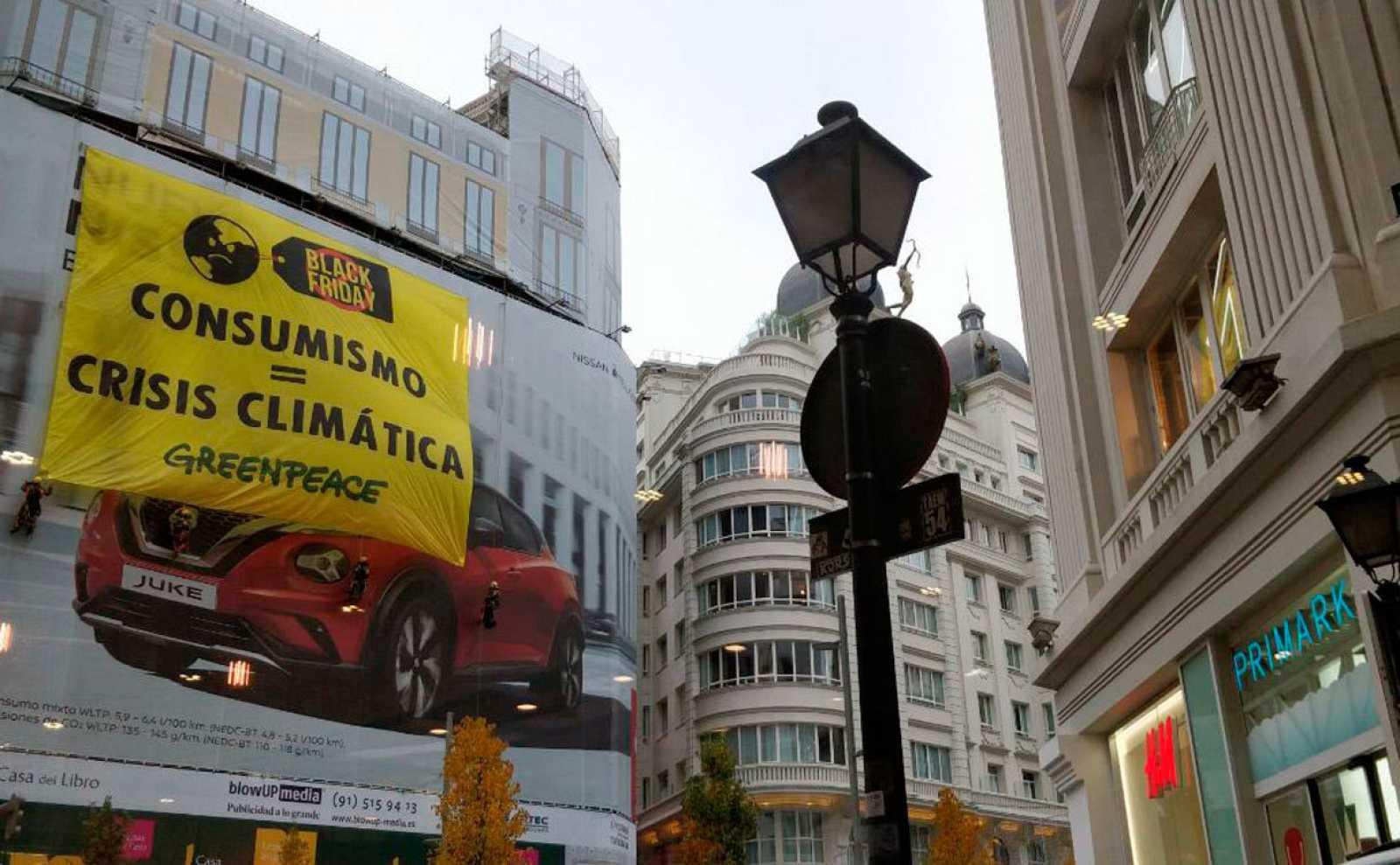 Greenpeace denuncia el modelo actual de producción y consumo en la Gran Via de Madrid