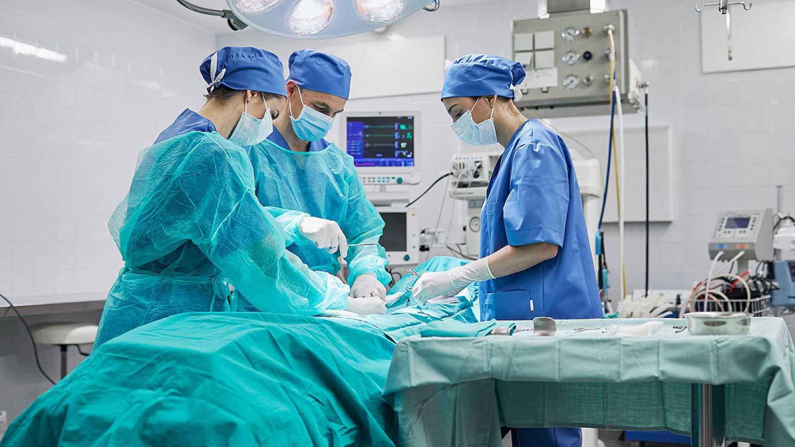 Casi 672.000 pacientes están en lista de espera para una intervención quirúrgica, la cifra más alta en 16 años