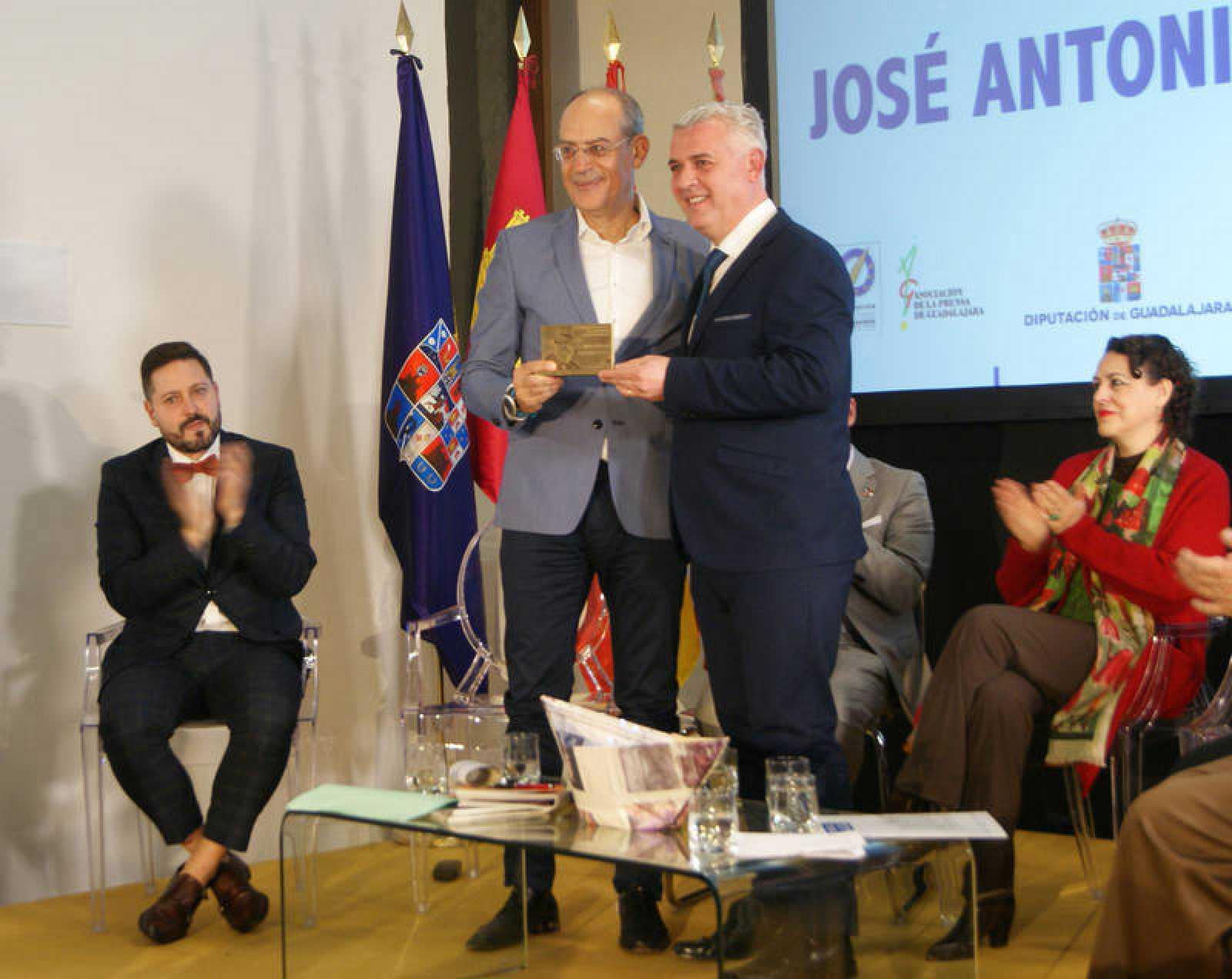 José Antonio Guardiola, director de `En Portada¿, recibe el premio Premio Manu Leguineche