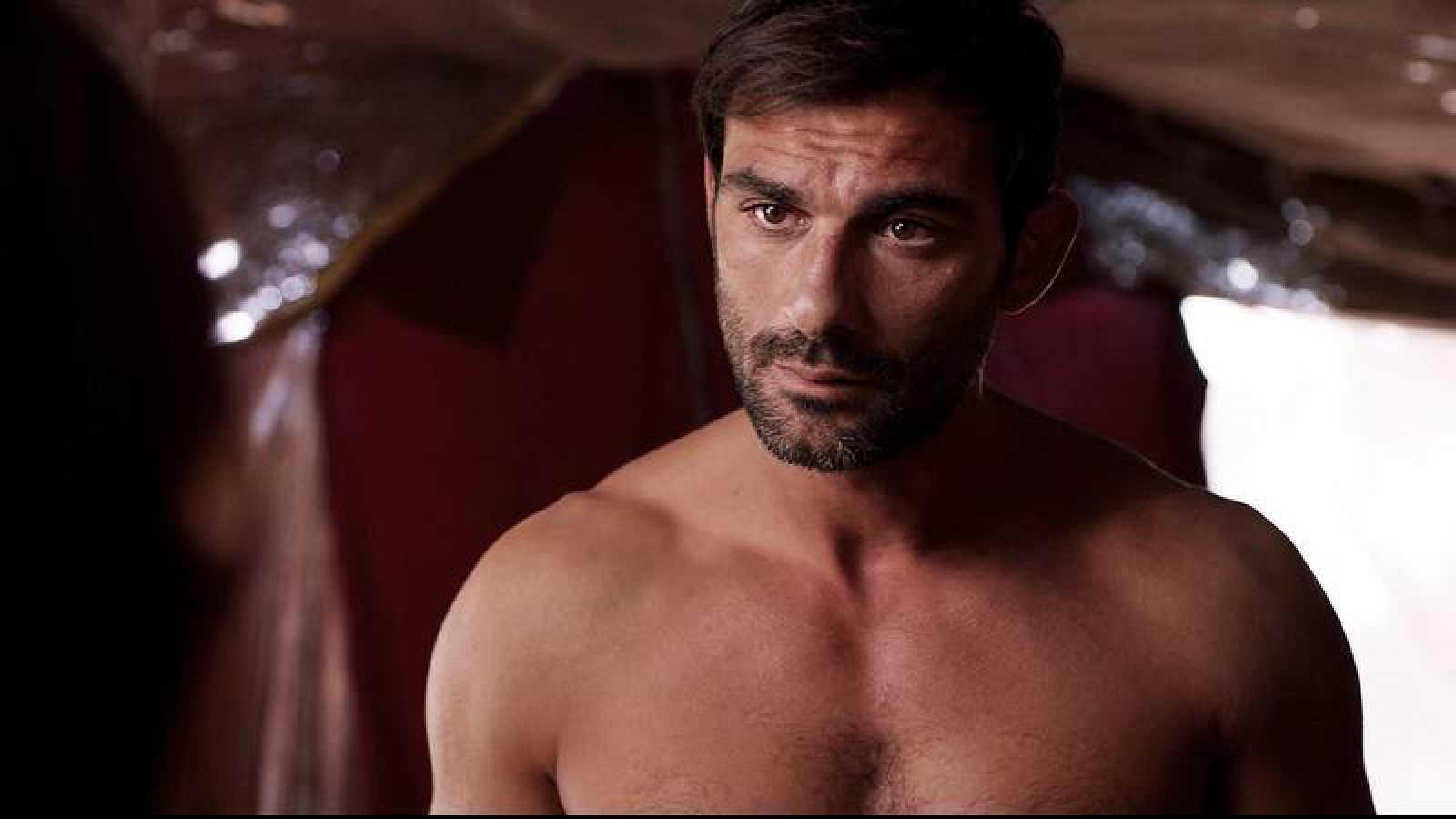 Promesas de arena - Francesco Arca se convierte en el nuevo galán de TVE como Hayzam en 'Promesas de arena'