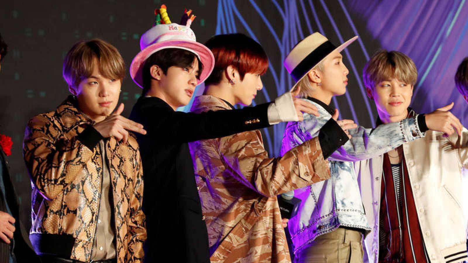 Los miembros de BTS durante la alfombra roja de los MAMA