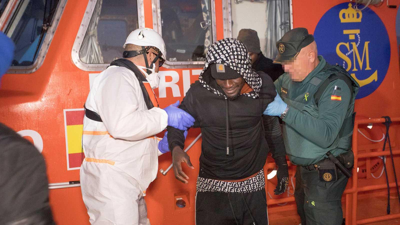 Imagen de un inmigrante rescatado el pasado domingo en el mar de Alborán