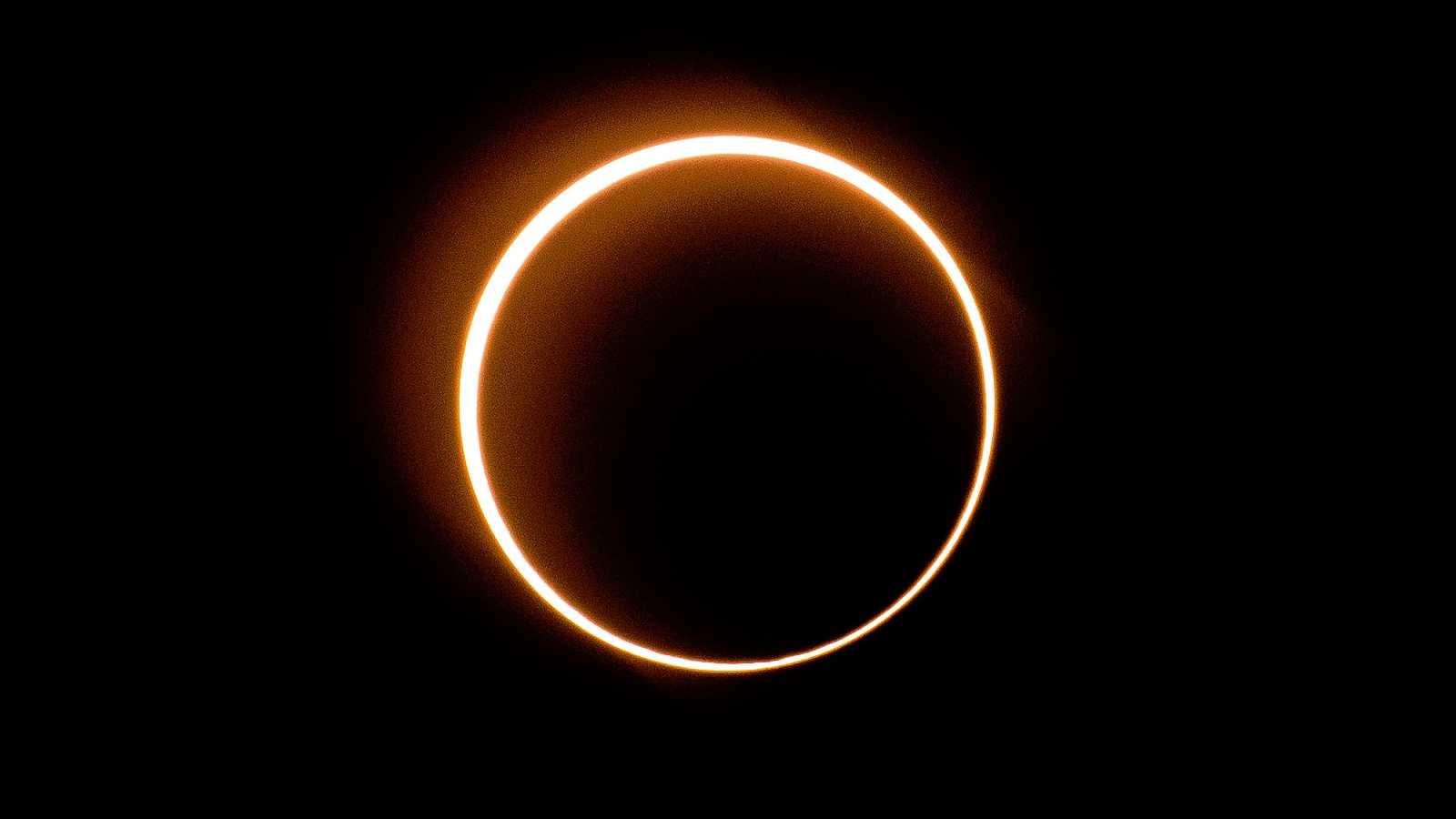 El último Eclipse Solar De La Década Transforma El Cielo En