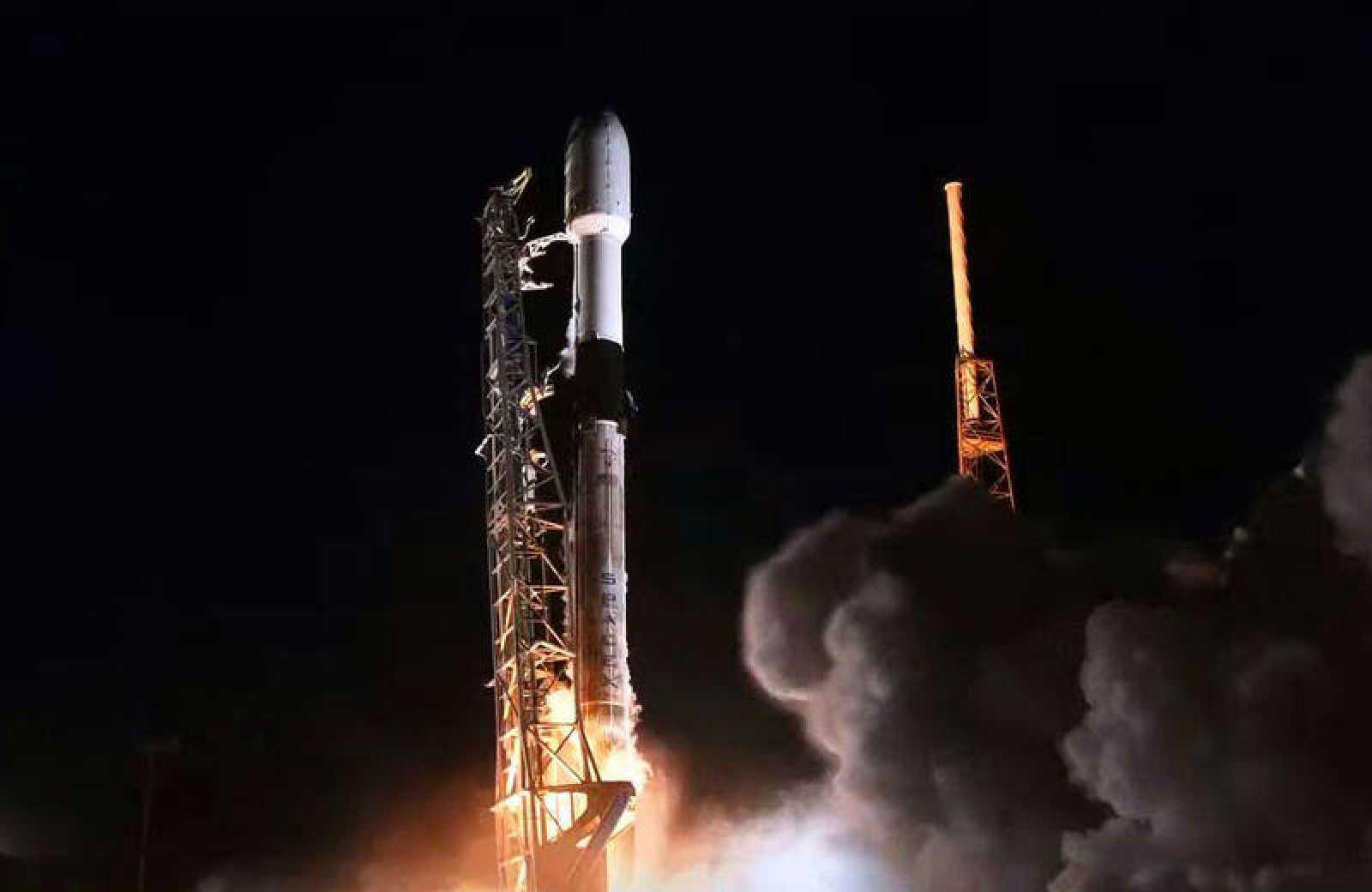 En la imagen, se muestra el lanzamiento de un cohete Falcon 9 por parte de SpaceX desde Cabo Cañaveral, Florida.