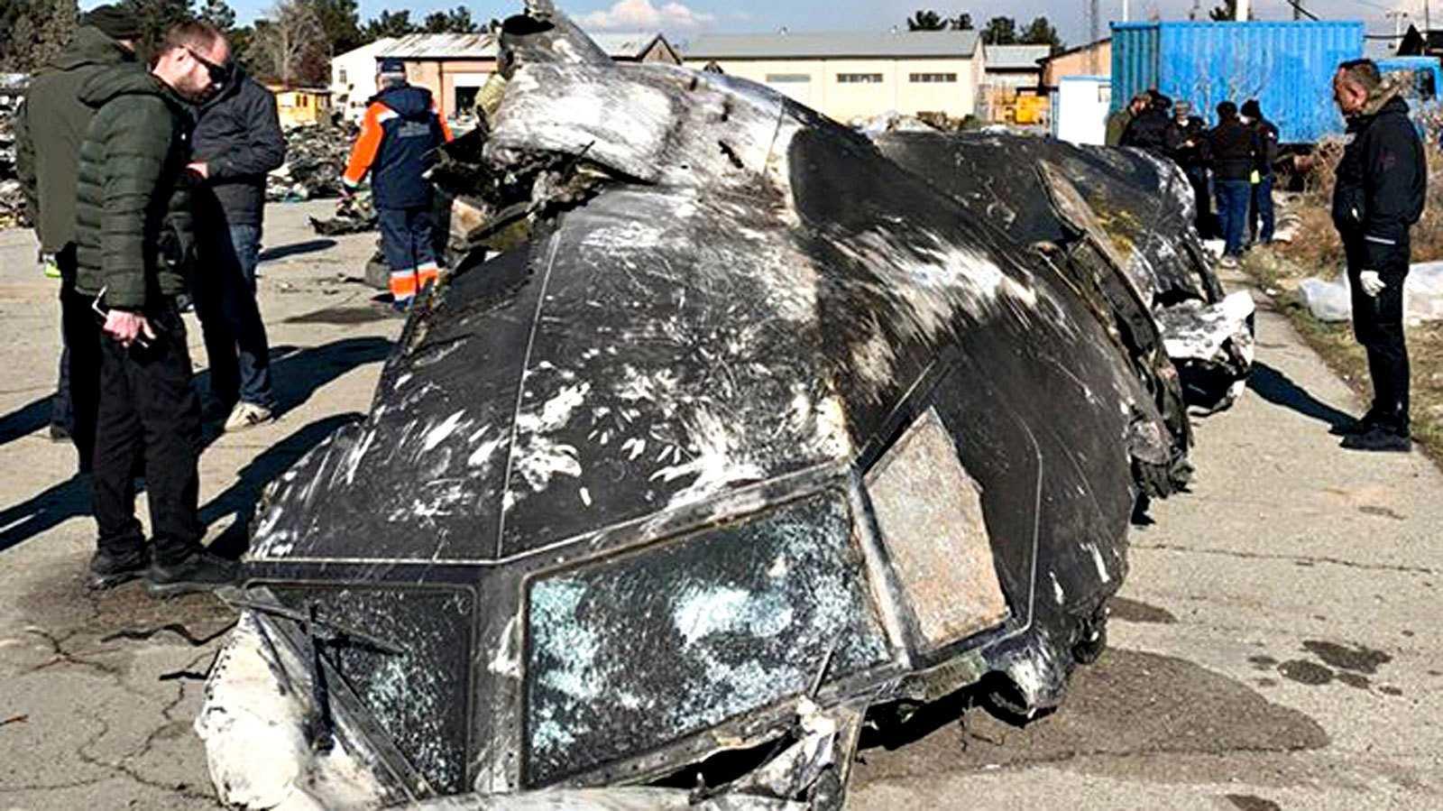 Los expertos ucranianos enviados a Irán revisan los restos del avión derribado, según Teherán, por error