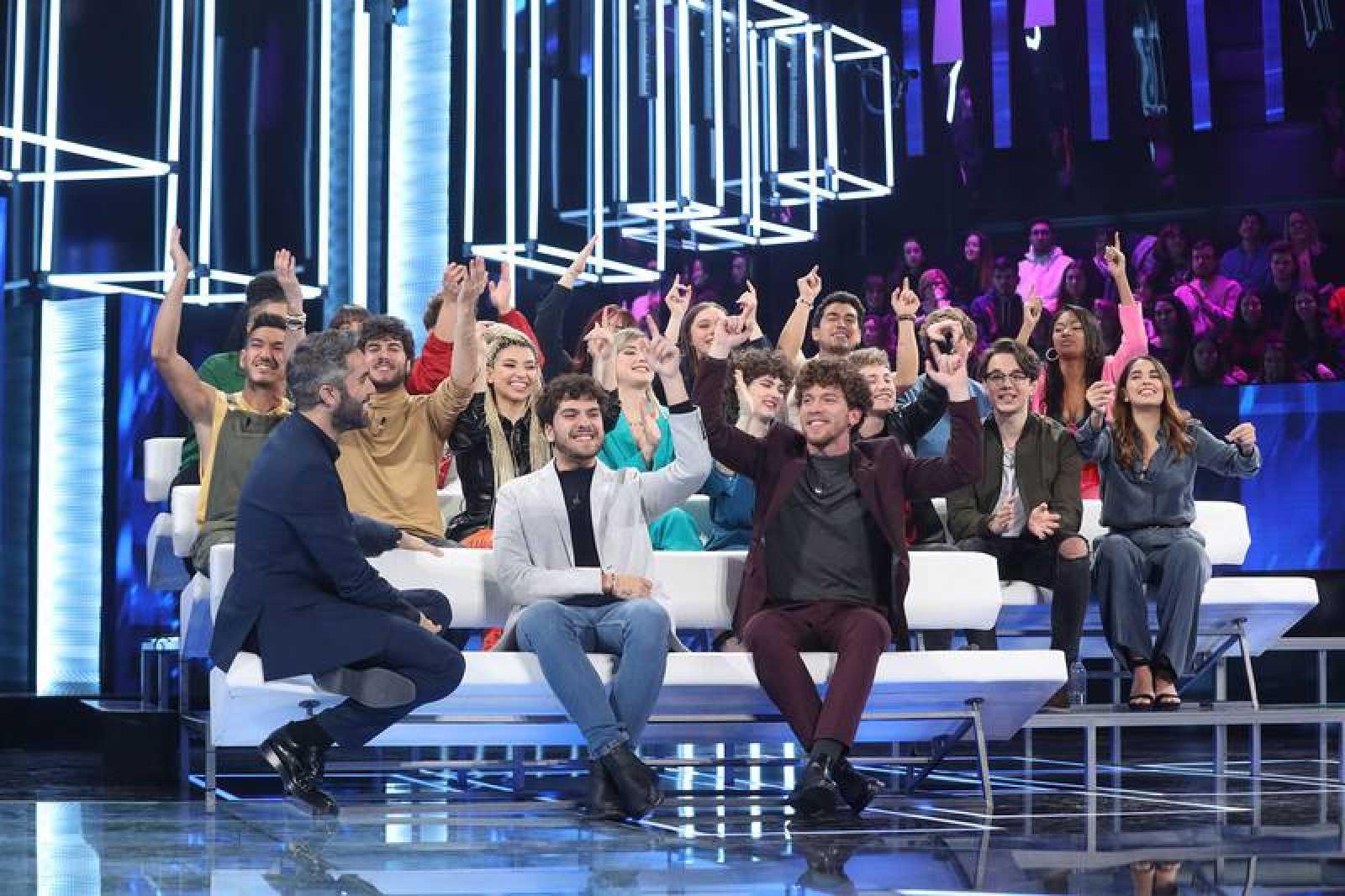 Roberto Leal con los concursantes de 'OT 2020'