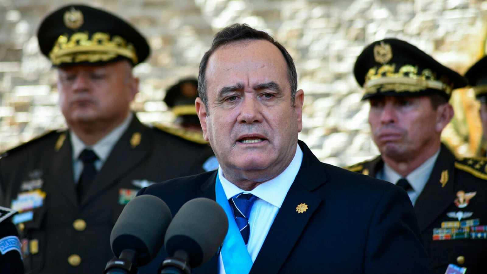 En la imagen, de enero de 2020, Giammattei da un discurso durante una ceremonia militar en Guatemala.