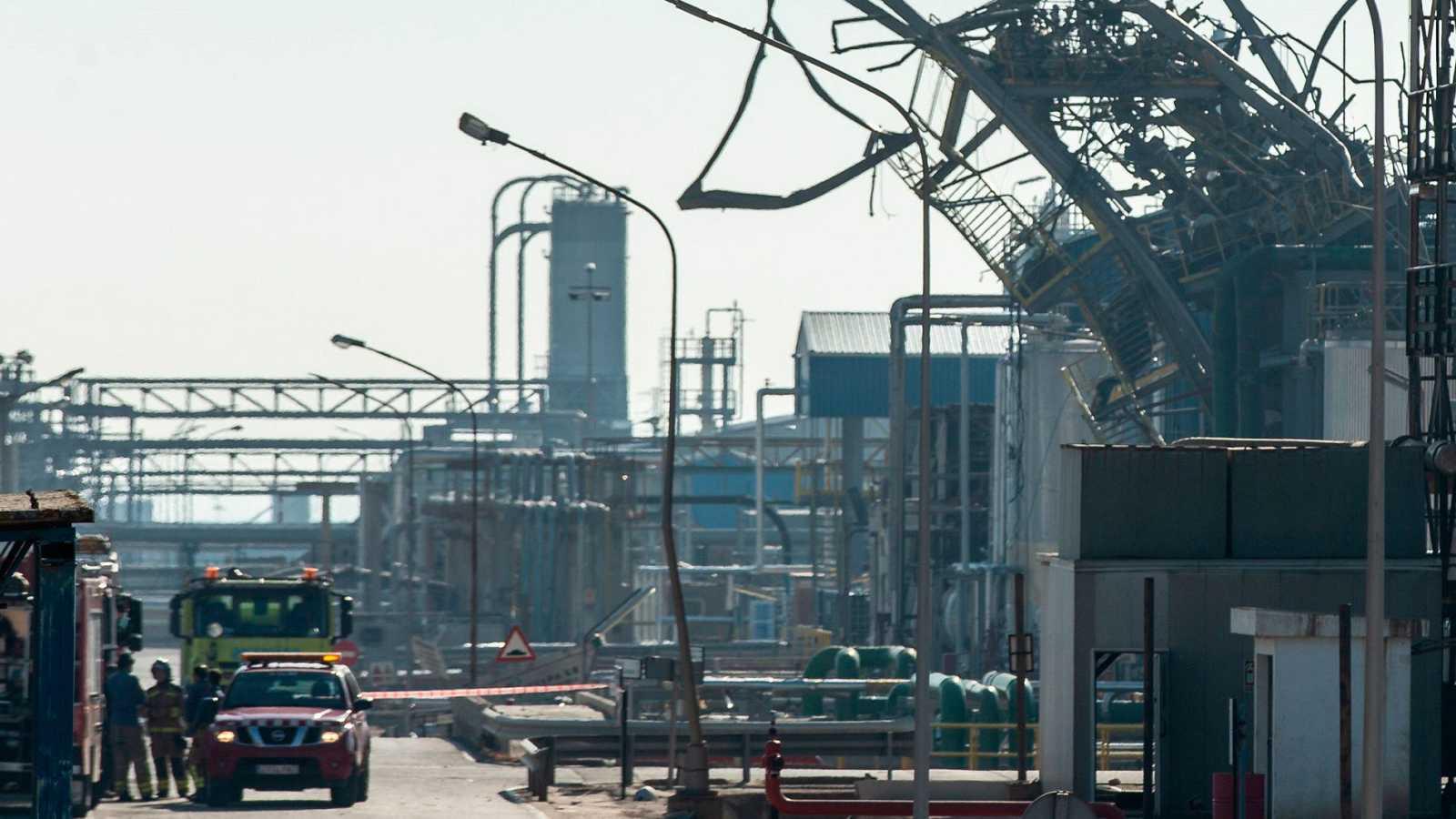 Vista del lugar del accidente en la empresa petroquímica IQOXE en su planta de Tarragona