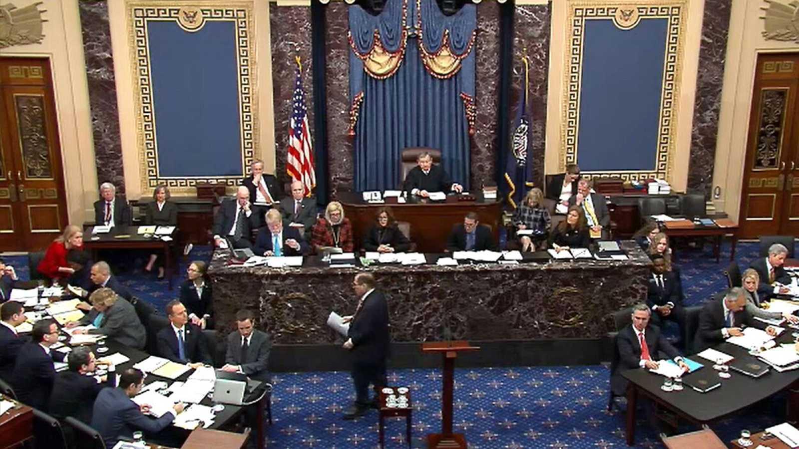 Imagen, tomada de la retransmisión en directo, de la sesión del Senado de EE.UU. durante el impeachment a Trump. Foto: TV del Senado de EE.UU., vía Afp.